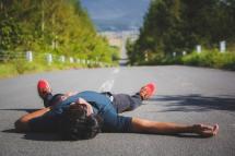 北海道の道で寝るという夢が叶った瞬間